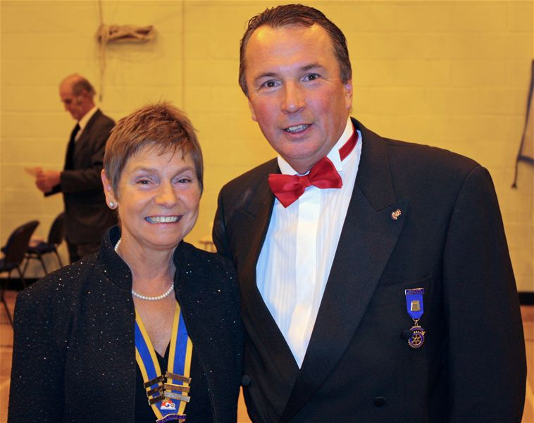 PROMS Concert 2009 - Pres.Linda poses with Rtn.Julian Turner