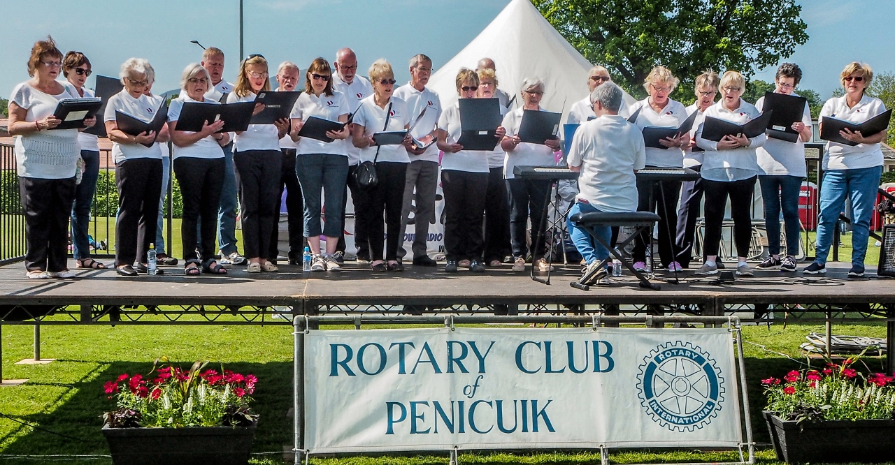 Penicuik in the Park 26th May 2018 - The Community Choir in action