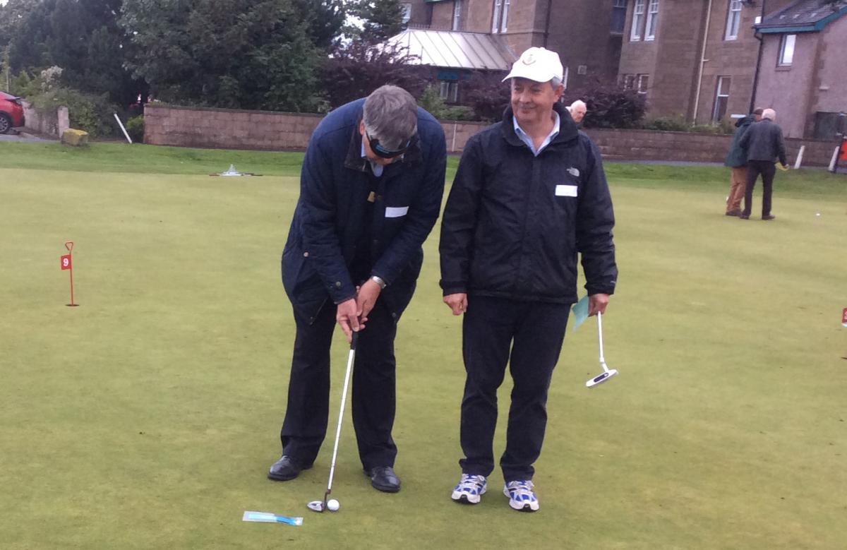 Blind-folded Putting - Putting 1