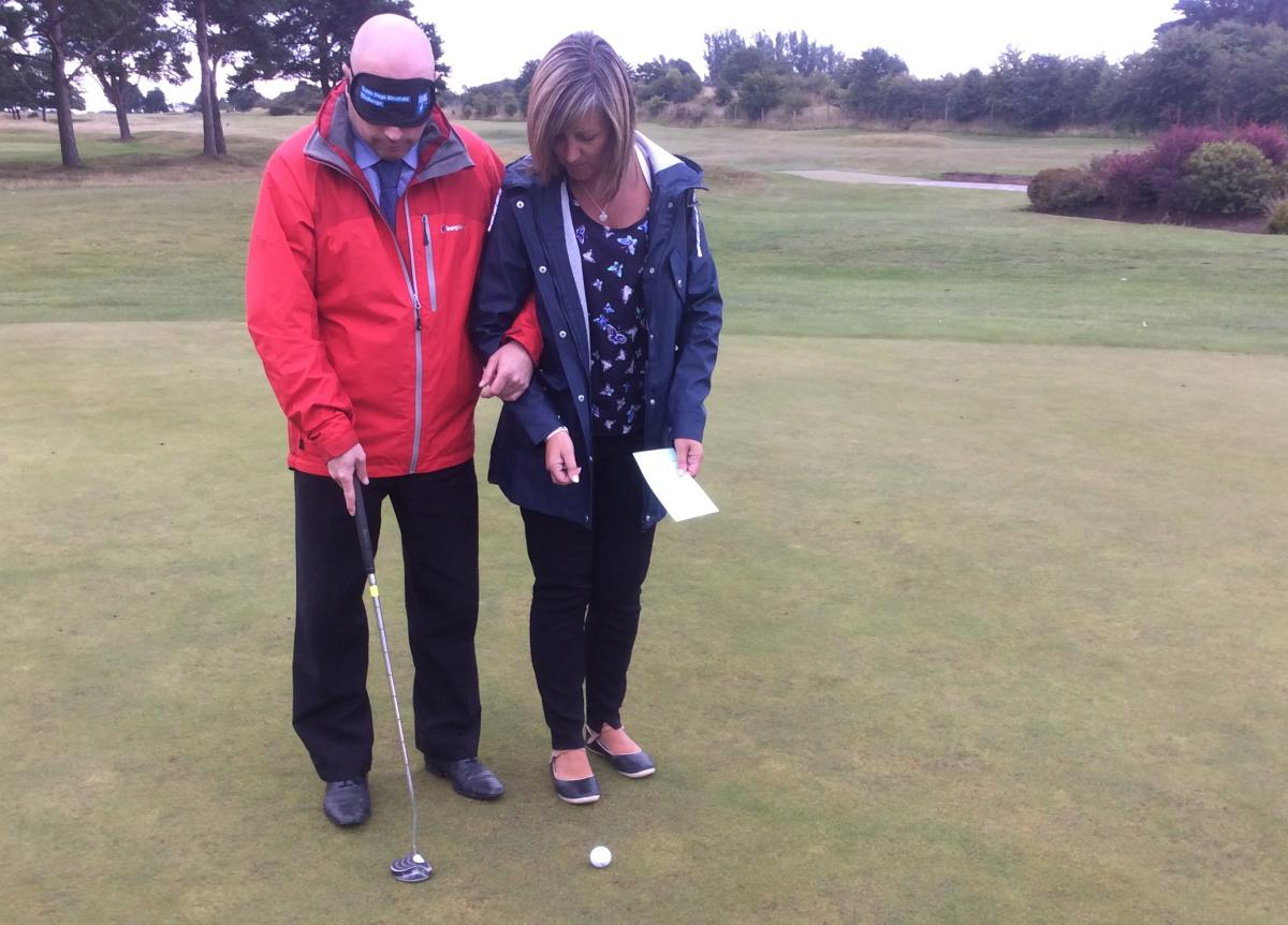 Blind-folded Putting - Putting 2
