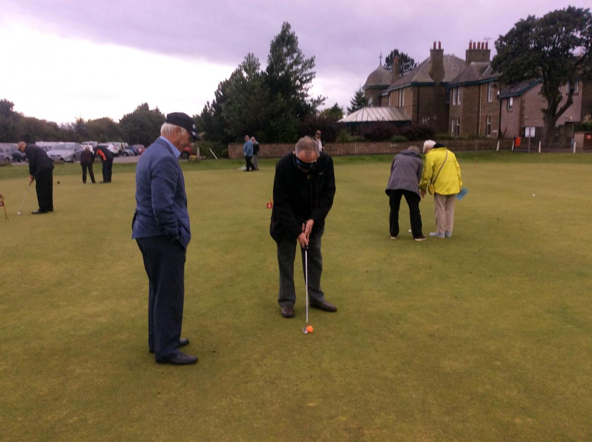 Blind-folded Putting - Putting 3