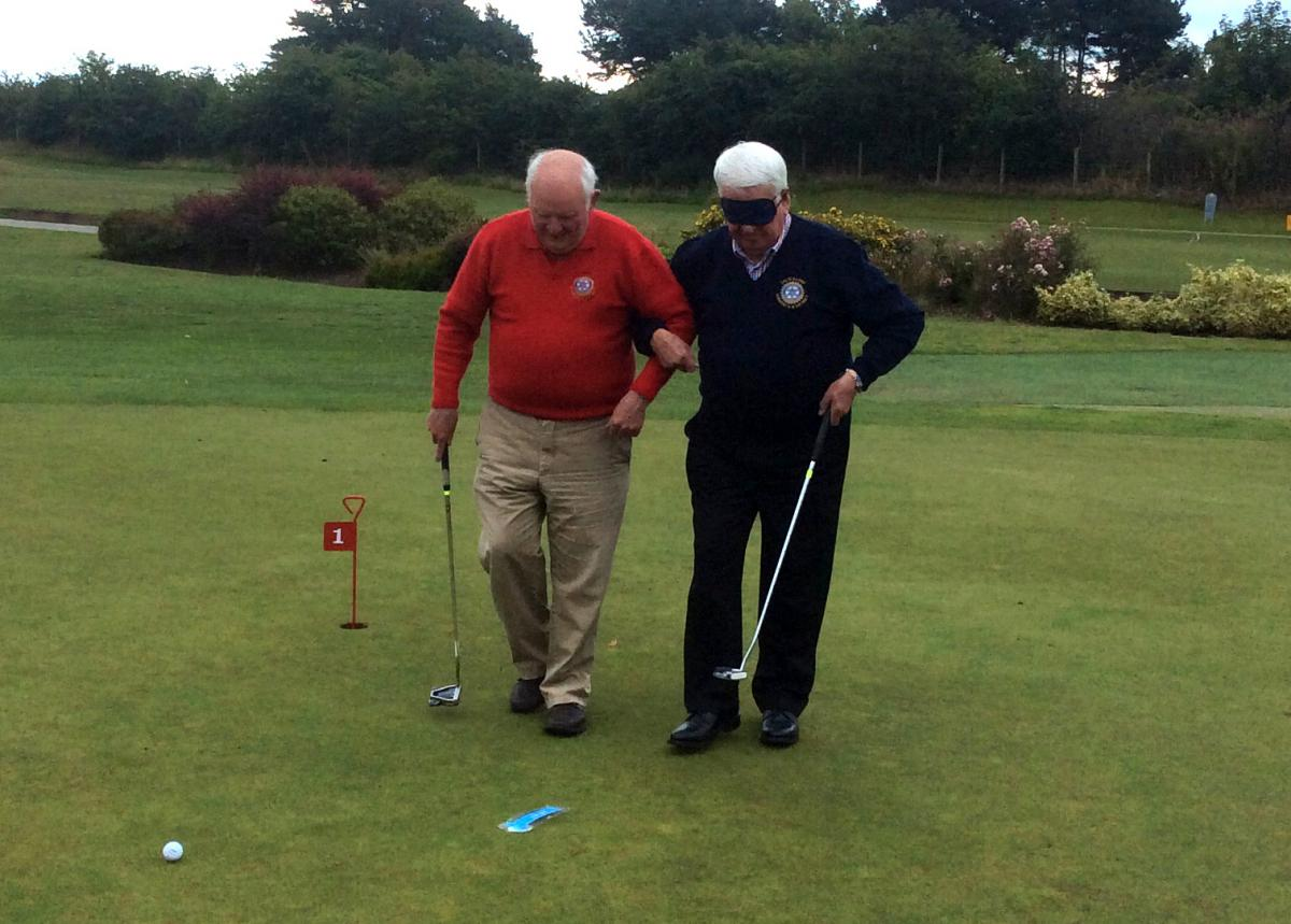 Blind-folded Putting - Putting 7