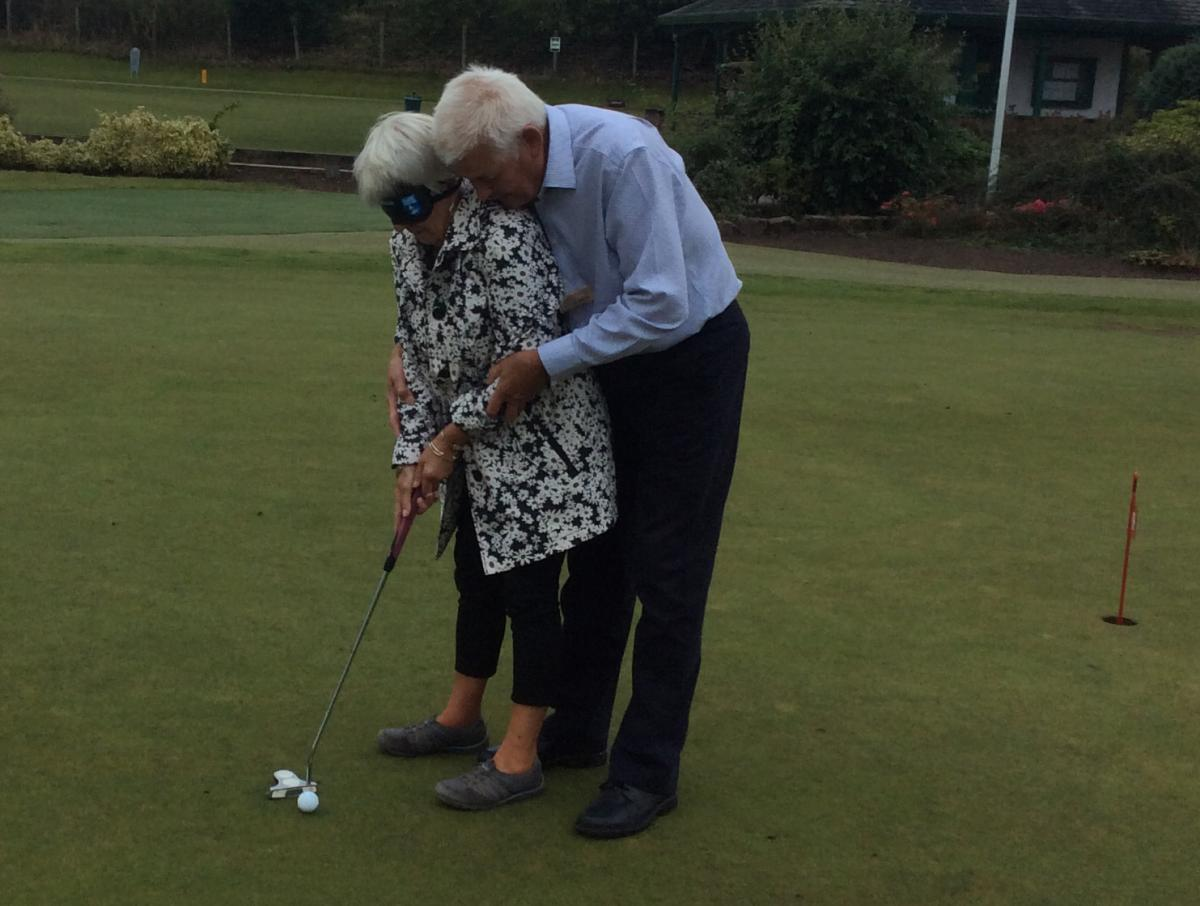 Blind-folded Putting - Putting 8