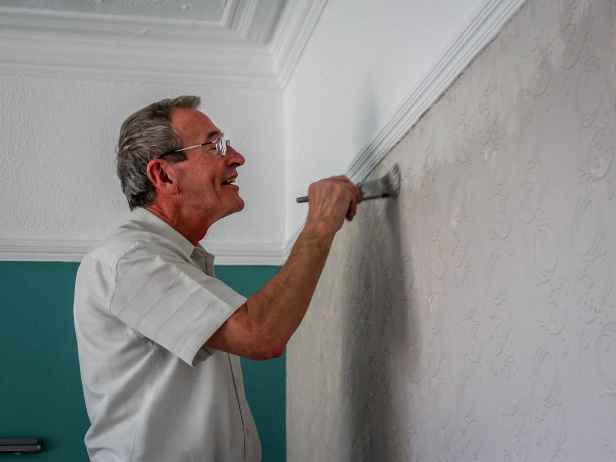 Decorating at Norwood - Steady Hand Tony.