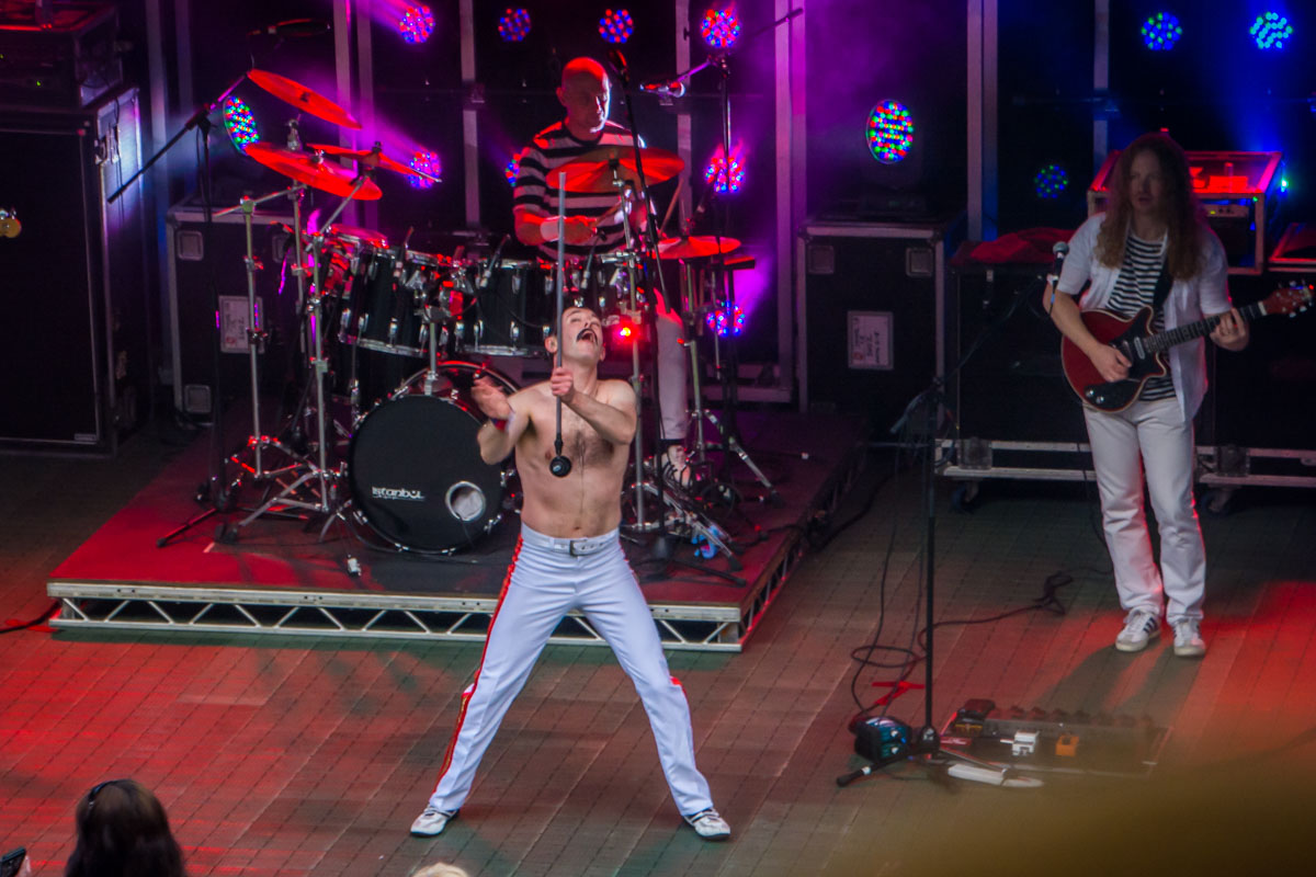 One Night of Queen at Gawsworth - What a star!