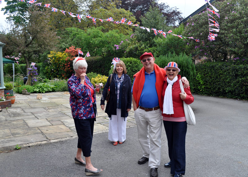 2012 06 05 Jubilee Party - Early arrivals