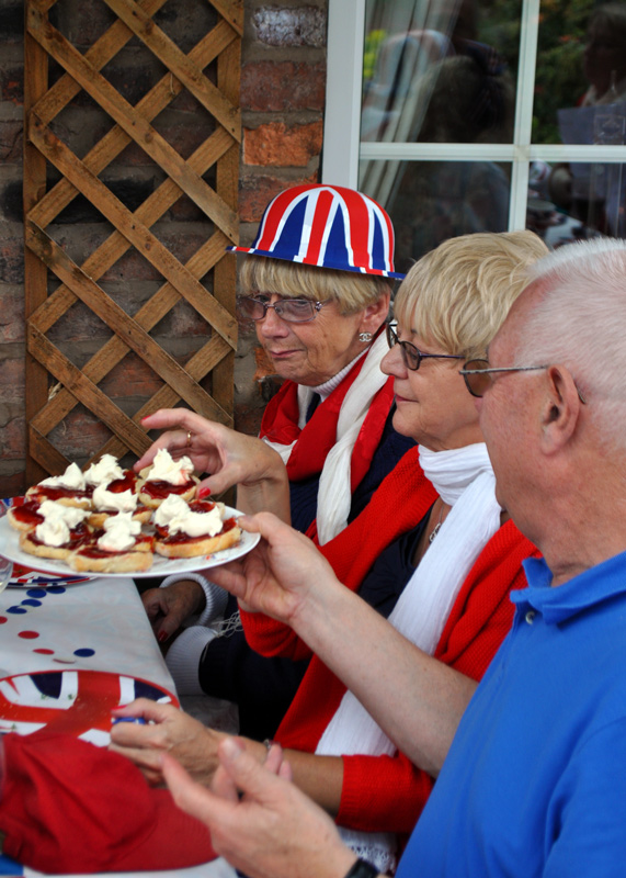 2012 06 05 Jubilee Party - Another scone Linda?