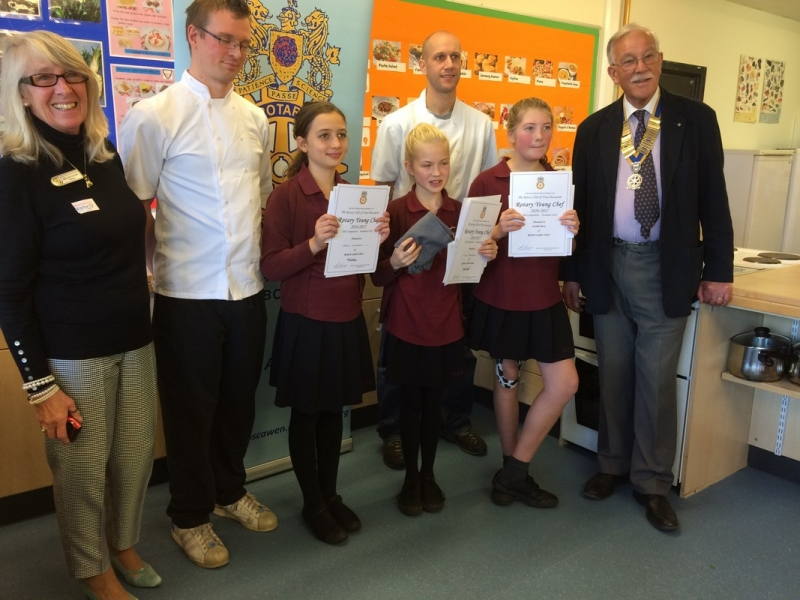 Young Chef 2016 at Richard Lander School - The prize winners with the judges and President Max Braga