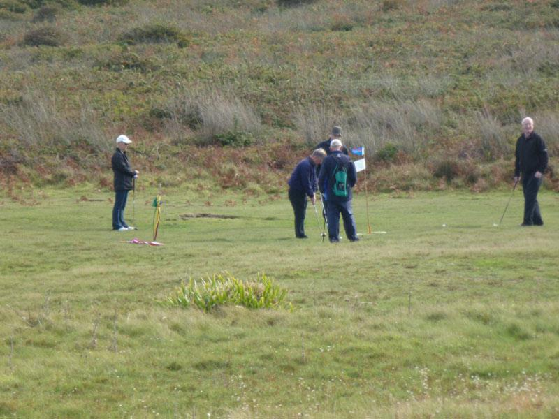 Rotary Rough Golf Weekend in Herm (18 - 20 October 2013) - Steve taps in on the 18th