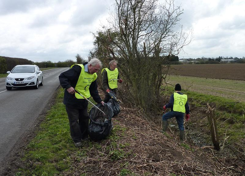 Mar 2014 Litter Pick - Oakington Road - Risking life and limb