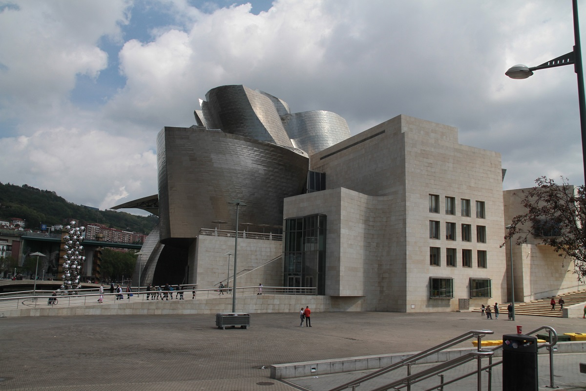 Club International Visit 2016 to Bilbao  - Shimmering titanium Guggenheim