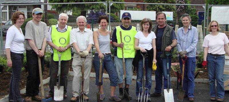 Thame Rotarians Help Thame Girguiding with their New Garden -