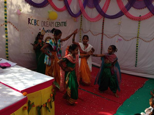 Update on our visit in 2014 to Mumbai - Being entertained at 'Dream Centre'