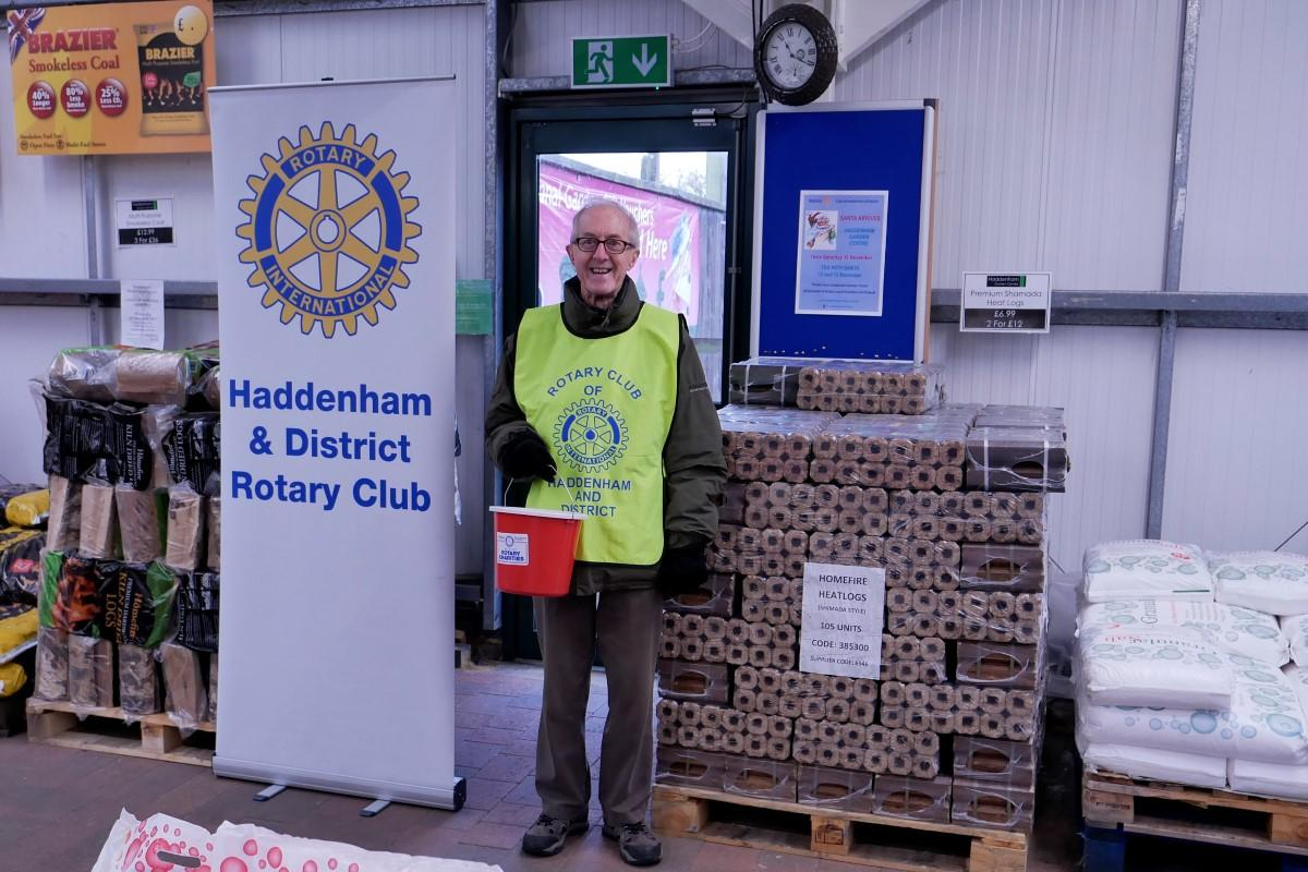 Santa arrived 10am Saturday 18 November - One of our many Rotarian volunteers who give their time and expertise in support of local charities