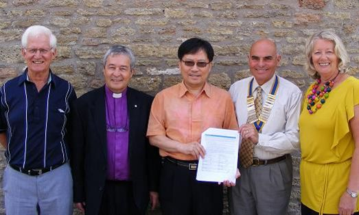 Rotary Links across the world with Matching Grant - Frome Rotarians with Rotarian Chul Hee Park following the sgning of the Matching Grant agreement