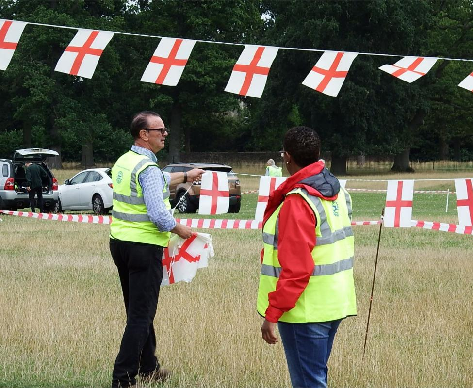 Englefield 10K Run 2016 - Sascha making sure President Paul Webster has the flags straight.