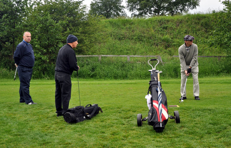 Outside visit - Golf Evening 2012 - Terry teeing off