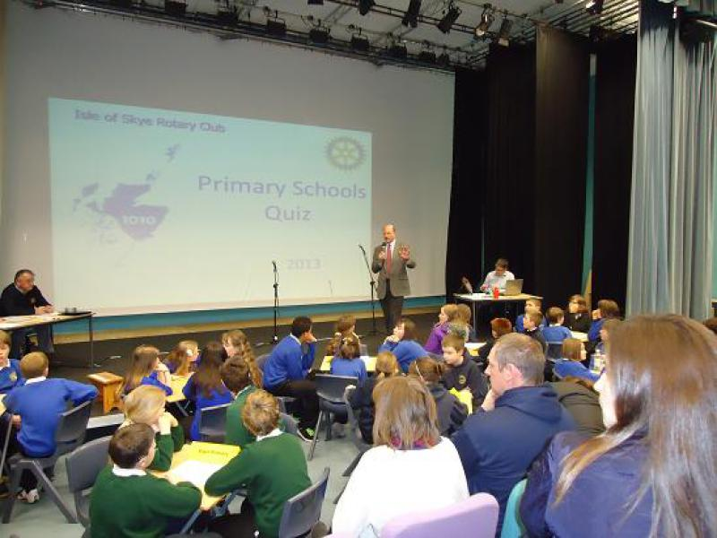 2013 Primary Schools' Quiz - the teams consider their answers