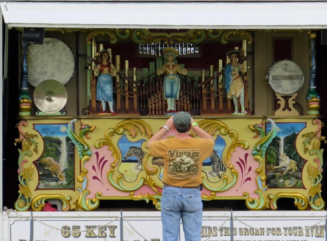 Leisure Lakes Steam and Vintage Vehicle Rally 2016 - The Organ Provides a Photo Opportunity