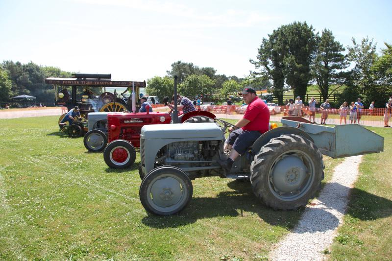 Wheels 2013 - Report and Slide Show - Tractors on parade