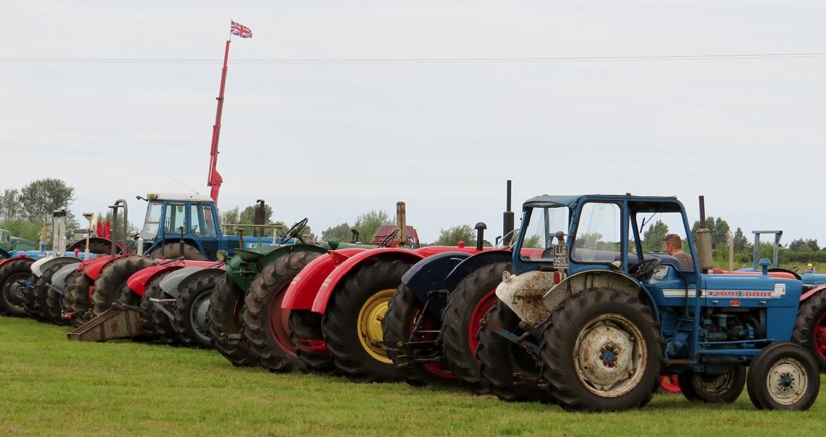 Leisure Lakes Steam and Vintage Vehicle Rally 2016 - Tractors Flying the Flag !