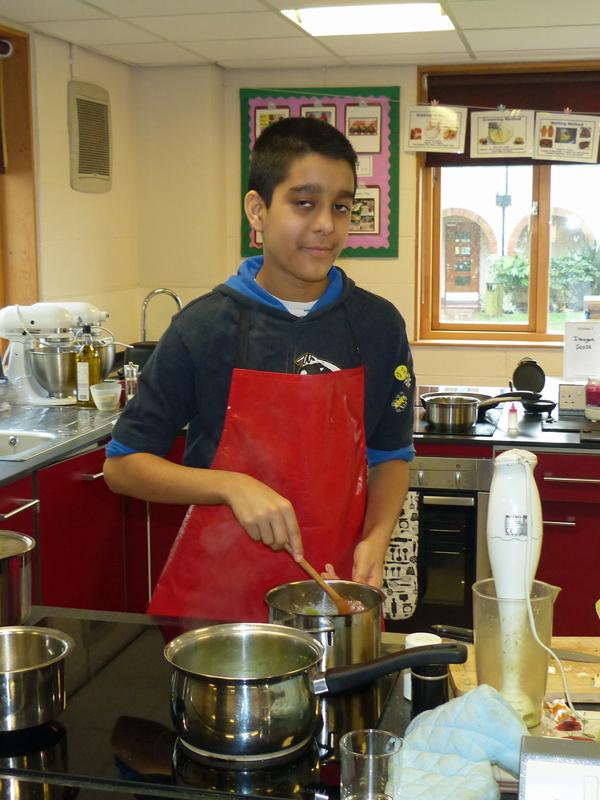 Young Chef 2016 - Vandan-Somani-cooking-800x600