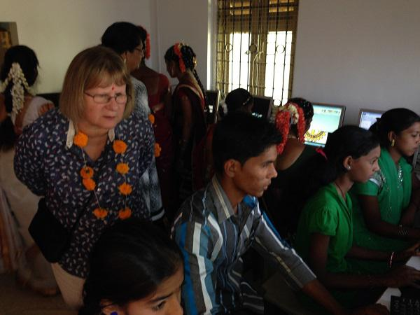 Update on our visit in 2014 to Mumbai - Visiting the pupils while using the computer room