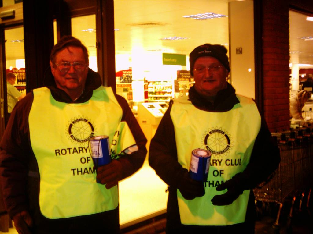Waitrose Collection December 2005 - Keith and Ross fighting the cold