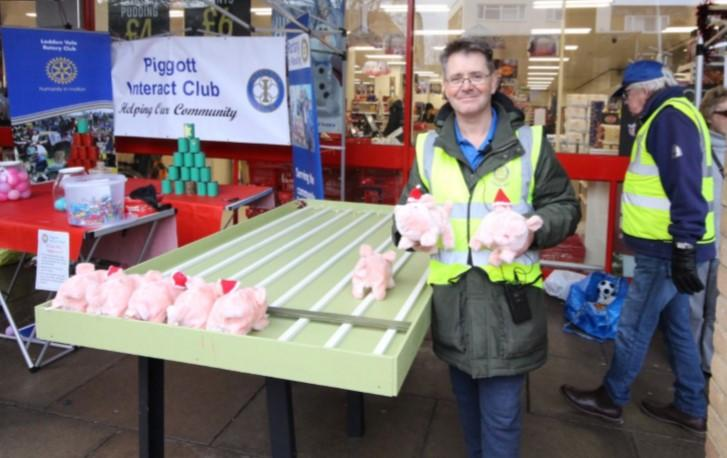 Woodley Winter Extravaganza - Pigs, ready, steady