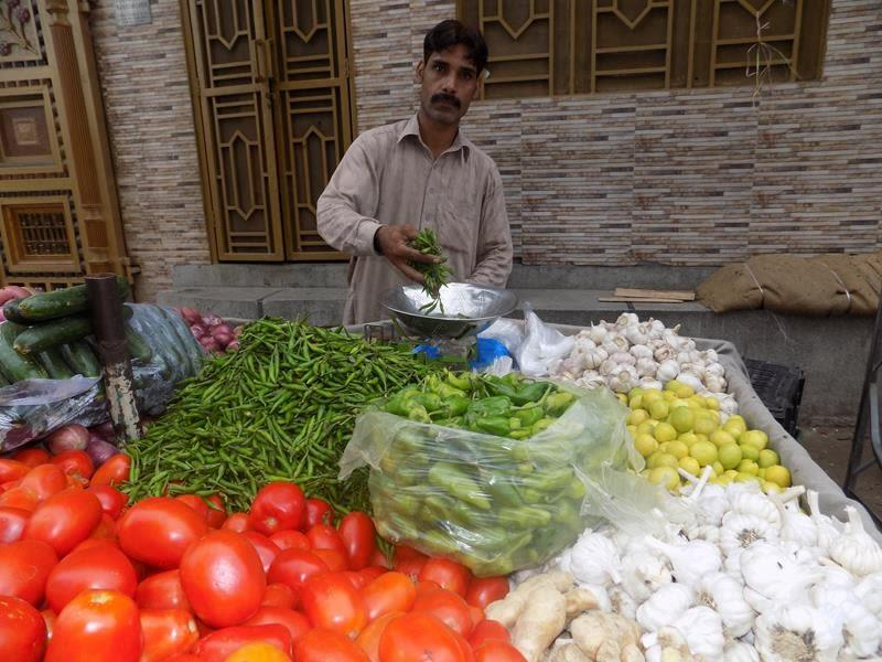 Lendwithcare - Zahoor Ahmed wants a loan to use as working capital to buy fresh vegetables. By having cash at hand he can pay wholesalers immediately and select the best quality and freshest produce.