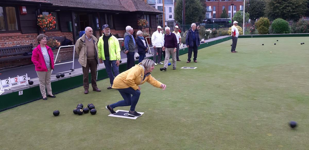 Newbury Bowling Club - Kym shows us how it's done with perhaps the best roll of the evening.