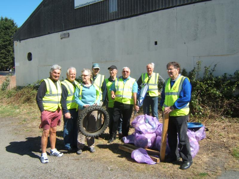 TIDY UP THE TOWN LITTER PICK WEDNESDAY 22nd APRIL 2015 - club 002