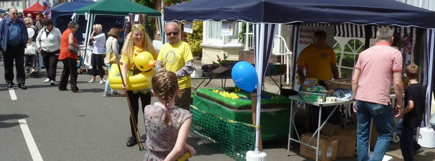 Our 'Hook a Duck' Lake - eccyfestvlstreetmarket240