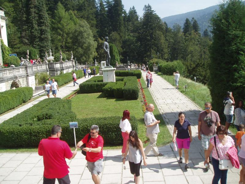 Thame Inner Wheel and Rotarians at Sinaia Forever 2015 - The Gardens