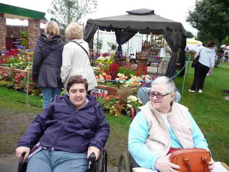The Southport Flower Show - Wheelchair Push - 2012 - rotary-club-of-southport-links-2012-flower-show-201204