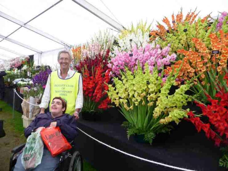 The Southport Flower Show - Wheelchair Push - 2012 - rotary-club-of-southport-links-2012-flower-show-201212
