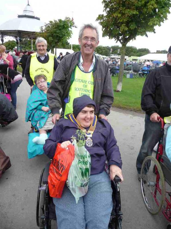 The Southport Flower Show - Wheelchair Push - 2012 - rotary-club-of-southport-links-2012-flower-show-201216