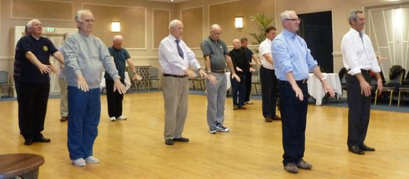 Tai Chi with Bernie Coates - rotary-club-of-southport-links-Thi chi-2