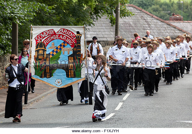Rushbearing 2017 - rushbearing-festival-procession-sowerby-bridge-west-yorkshire-f1xjyh