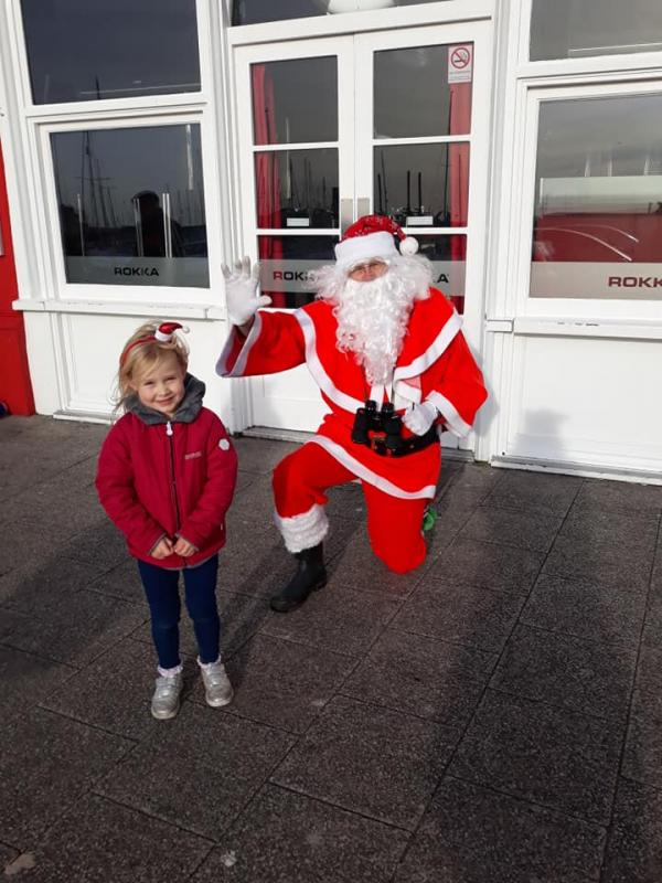 Pop-Up Santa's Christmas journey - day 16 - Here's Pop-Up Santa making this young girl's day. Bet she was so excited and told him all the things she wanted for Christmas. I expect Santa told her that a glass of milk for him and a carrot for Rudolph would be nice on Christmas night.