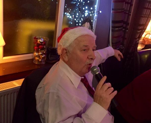 Club Christmas Night - Ron Monaghan performs a duet with Frank Sinatra