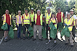 Maidstone Riverside and Maidstone Dawn Patrol members out litter picking